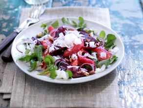 Salad with watercress and red beets